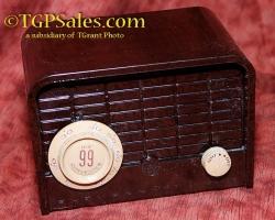 "Blonder Tongue ""all channel 99"" UHF to VHF tube-type convertor, bakelite box circa 1958"