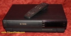 G.E. Auto-Tracking VHS VCR VG4035 with remote